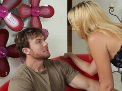 Un agente muestra a Justin una casa que él le interesa, con la esperanza de que ella va hacer una venta. Pero él no es positivo que quiere gastar 1,5 millones en una casa, especialmente desde que su esposa no ha visto todavía. Aunque Justin no ha hecho su