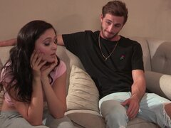 Pinchazo de palpitante del hombre guapo es todo que Ariana Marie desea sentirse - Ariana Marie