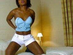 Juliana Val en lindo Juliana Val negro bailando y desmontaje vivo en la Webcam - MMM100. Entrevista en vídeo sexy con Luna Negra
