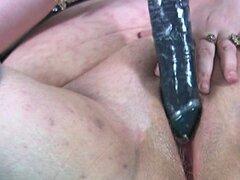Mujer gorda disfruta cada segundo de la penetración profunda doble - Minoesch