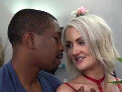 Zoe Sparx Quiere Sexo Anal Y DP Con Grandes Pollas Negras Para El Aniversario