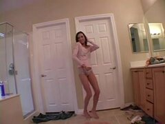 Caliente novia en shorts mostrando,