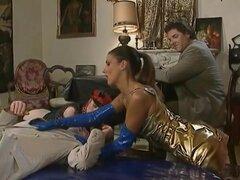 Karen lancaume en prend plein le cul, Karen s occupe de la belle grosse bite d Yves Baillat qui lui réserve une sodomie bien brutale.