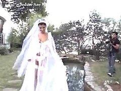 Novia después de la sesión de fotos novia para su esposo
