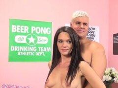Arroyos de Dixie, Dan Porno en Dixie Brooks lanza con Video de emoción. Dan porno da la bienvenida a una caliente cutie sexy Brooke Dixie a vidas inmorales. Dixie se complace en Mostrar Porno Dan lo que ella se hace. Después de conseguir su coño con un vi