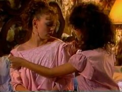 Acción de lamidas de coño lesbianas retro con chicas calientes, putas lesbianas Retro disfrutan Lamiendo coño por primera vez en esta película porno vintage. Tenían cuerpos apretados y tetas calientes