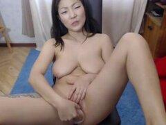 Sexy tetas grandes MILF asiática coño en Webcam. Sexy tetas grandes MILF asiática coño en Webcam