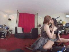 Trio porno de VR con Denise y Ariadna BaDoink VR