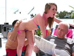 Harley Jade obtiene su culo apretado al lado de su abuelo - Harley Jade
