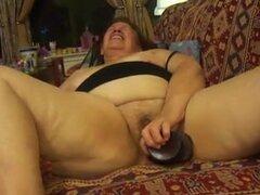 Bbw peludas abuela se masturba y da mamada