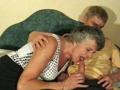 Abuela caliente follada sobre la cama. Abuela caliente follada en cama