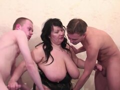 orgía de sexo extremo con madrastra bbw, extreme fisting orgía de sexo con madrastra escandinava natural grande gordo