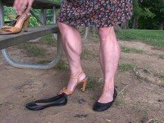 Tempest Jones cambia de zapatos y muestra sus increíbles piernas musculares