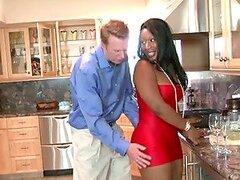 Blanco y negro parejas tienen una increíble fiesta swinger