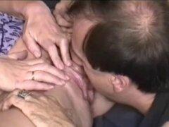 Compañeros maduros quiere perforar vagina apretada de su mujer caliente