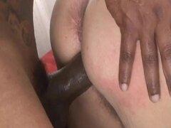 Abuelita cachonda Sara G disfruta mamando y montando una BBC