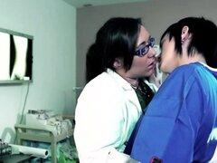 Chica lesbiana sexo tijera Sinn y Nikkis en la clínica