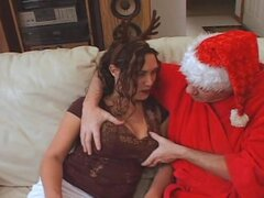 Santa se folla a su chica de Reno, XXXMas su tiempo otra vez y sucio Santa todavía goza follando esposas de otros hombres. Esta noche cierra de golpe su pollón profundamente en una mujer vestida como un reno! ¡Ho Ho HO! Su una Navidad Creampie!