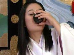 Cosplay porno: Historia Real de Shogun y concubinas su cesored parte 1. ¿Lo que hace que las chicas japonesas en trajes kimono clásico parece tan especial? ¿Es porque se ven tan inocentes y difícil de conseguir? Tomando un kimono de la niña y le golpes so