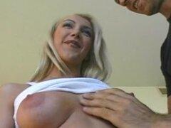 Semental italiano obtiene su Dick aspirado por Blondie.
