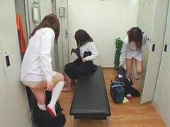 Colegialas japonesas gimnasio y padres tratamientos faciales, colegialas japonesas lindas Obten crema en clase de educación física y al mismo tiempo cenando con sus padres