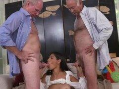 Los hombres de edad pene pequeño primera vez que invitó