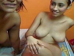 Dos chicas colombianas jugando en Webcam