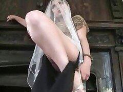 Caliente rubia Turca es una esposa muy puta de tacos altos la cual masturba a su fetichista esposo