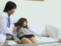Fantasías médicas cumplidos por el doctor Japon en spy video, japonesas guarras como Moe consigue muy cachondas cuando sus túneles de goteo de amor son encobrados de manera áspera por doctor grandes herramientas. En esta película voyeur ella llega a clíma