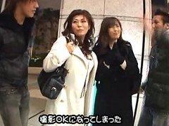 Traviesas esposas Japonesas liberales obtienen una caliente sesion de sexo sucio