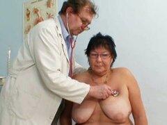 Abuela tetona Tatana doctor abuelo cachondo