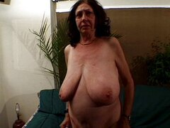 Abuela pelirroja tetona bien follada