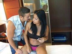 Señora Latina demuestra que su cuerpo curvilíneo es increíble por el sexo - Galilea, Nick Moreno