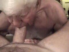 Ponga su enorme polla en el culo de abuelo