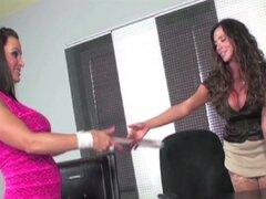 Ariella entrevista a Lisa Ann para Secretario