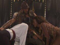 Un rey bárbaro brutal castiga a sus esclavas sexuales, Nyomi Banxxx y fe de Tyler