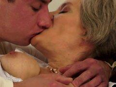 21Sextreme Video: sexo para mantener la vitalidad!, ¿cuál es el secreto de la juventud? ¡Sexo, sexo y una vez más, sexo! Te mantiene fuerte, ágil y sano, le da vitalidad. Nuestra abuela fit lo sabe bien, y añade un poco de su bonificación personal a la ec