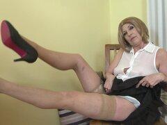 Pelo corto maduro Rubia amateur Danny tiras y dedos ella misma-Danny
