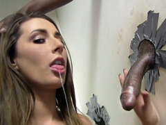 Booty Paige Turnah chupa polla negra grande - Gloryhole
