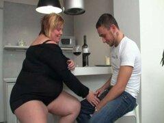 Chica gordita seduce a un chico con una GF