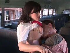 Jennifer blanco doblado sobre y Banged en el autobús, Jennifer White se deslizó entre los asientos del autobús se deslizó su mano bajo sus bragas y la cosa siguiente que sabía, el autobús estaba cerrando para el día y que había sido sorprendida! Pero en e