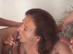 Ella satisface a dos pintores cachondas