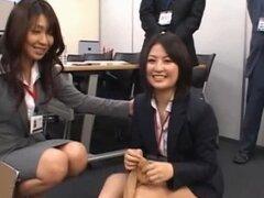 Cuties japonesas mostrando bragas en grupo