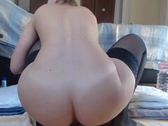 Linda nena folla su coño en Webcam. Linda nena folla su coño por Webcam