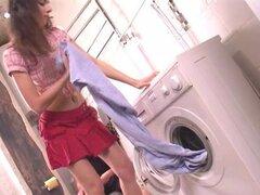 Mamada profunda en el lavadero