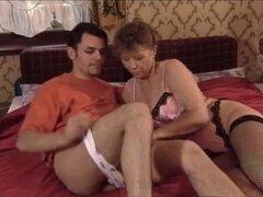 abuela caliente con chico joven
