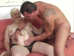 Abuela de grasa consigue follada!