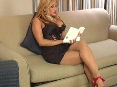 FetishNetwork Video: Pantimedias penetración. Soy Maxine X quita una pierna de su Panti e inserta en su coño palpitante. Ella lentamente quita la pierna de su coño y lo coloca en su boca, probar su jugo de coño delicioso. Maxine usa su juguete sexual pref