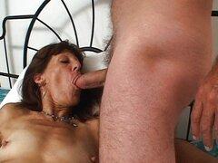 Mujer madura follada por todos los agujeros
