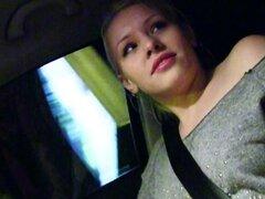 Rusa teen autostopista flequillo dick enorme en coche. Rubia rusa teen autostopista Lola Taylor izquierda por su bf en las calles y por suerte para su extraño recogió ella y luego en su coche le follada con buen rabo pov en la noche